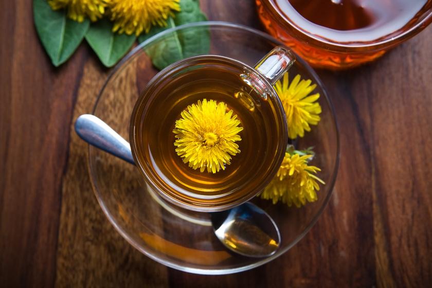 A gyermekláncfű - Taraxacum officinale - vízhajtó hatású, sőt, csökkenti az édes íz iránti sóvárgást. Főzz két-három teáskanál szárított virágból 10-15 perc áztatással teát, fogyaszd maximum napi háromszor.