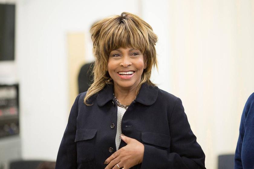 Tina Turner novemberben lesz 78 éves, de húsz évet simán letagadhatna, olyan jól néz ki.