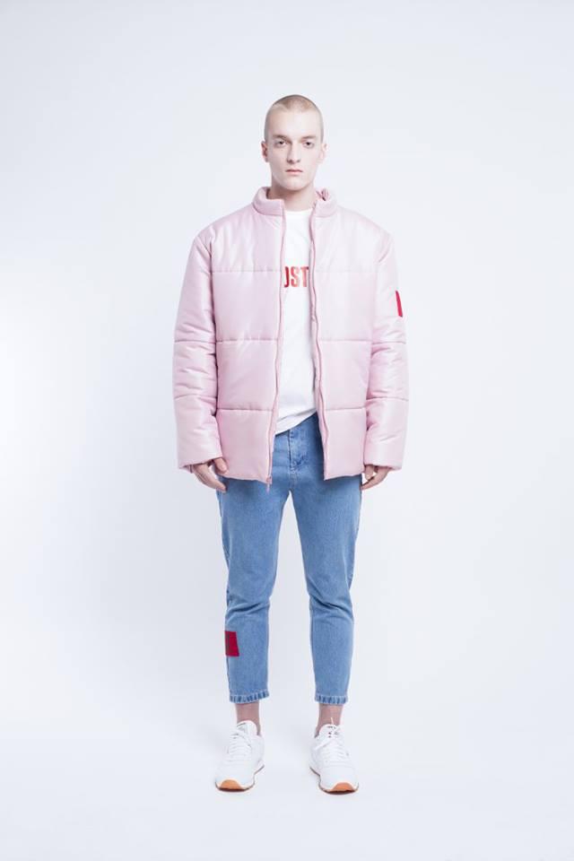 Világos rózsaszín uniszex dzseki az Ost-tól.