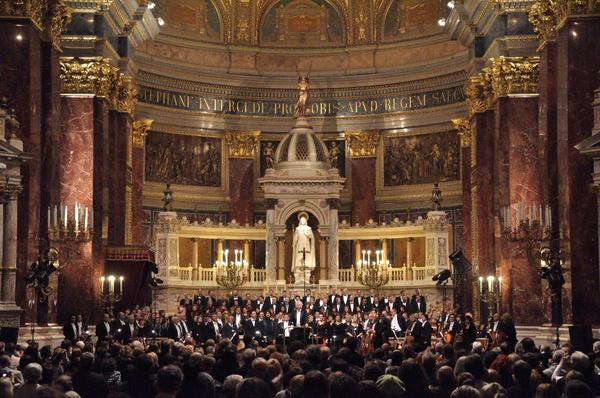 A Nemzeti Filharmonikusok a Szent István-bazilikában