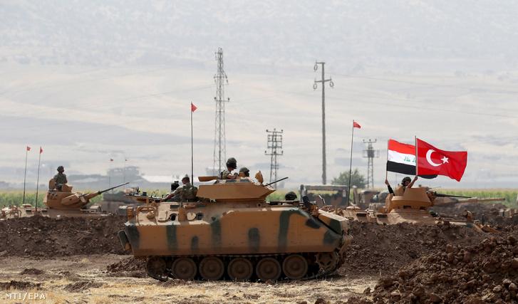 Török-iraki hadgyakorlat a Törökország és az észak-iraki kurd autonóm régió közötti Habur határátkelõ térségében fekvõ Silopi város közelében
