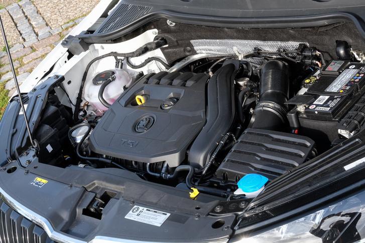 Éppen elég ebbe az autóba a 150 benzinlóerő