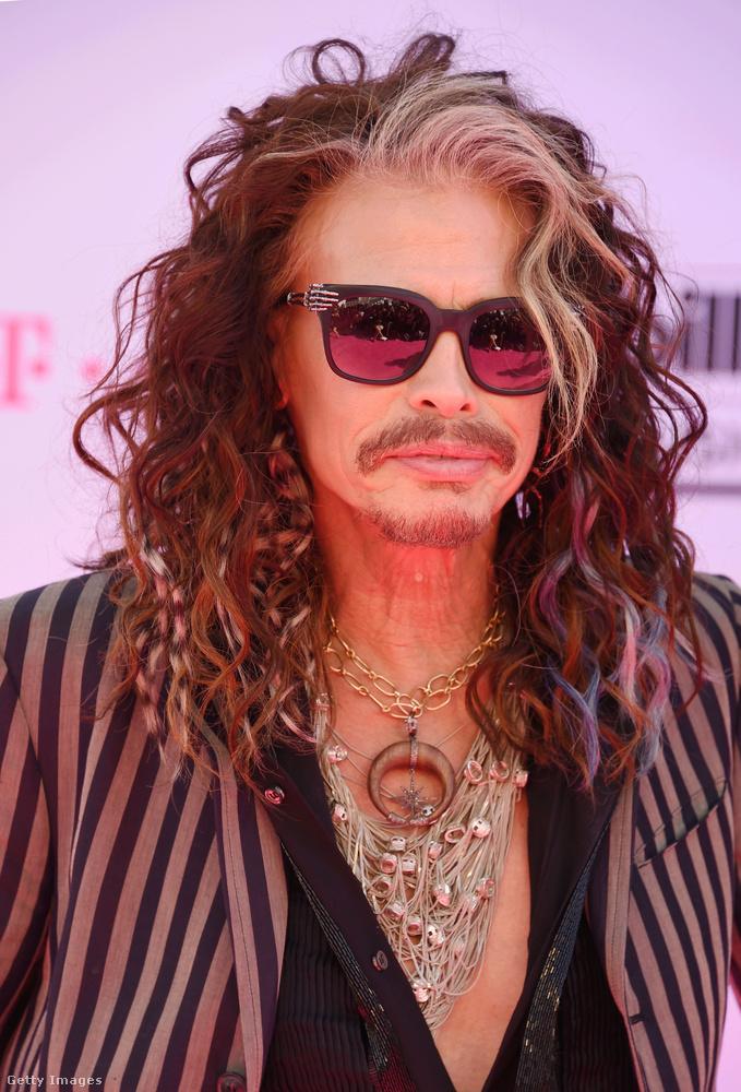 ...hanem Steven Tyler, akinek az első szexeléséből simán készülhetett volna Aerosmith klip is, természetesen Alica Silverstone főszereplésével