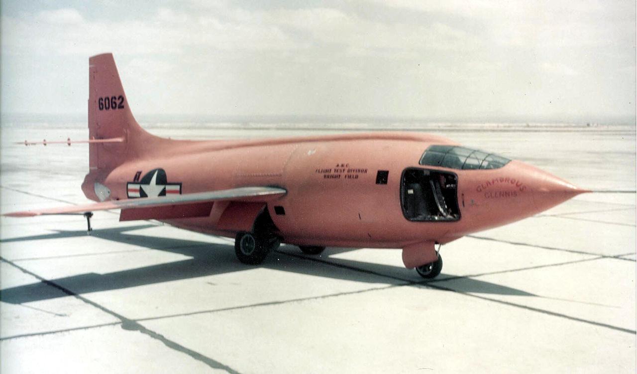 A keresztelő után: Glamorous Glennis, a 6062-es lajstromjelű Bell X-1.