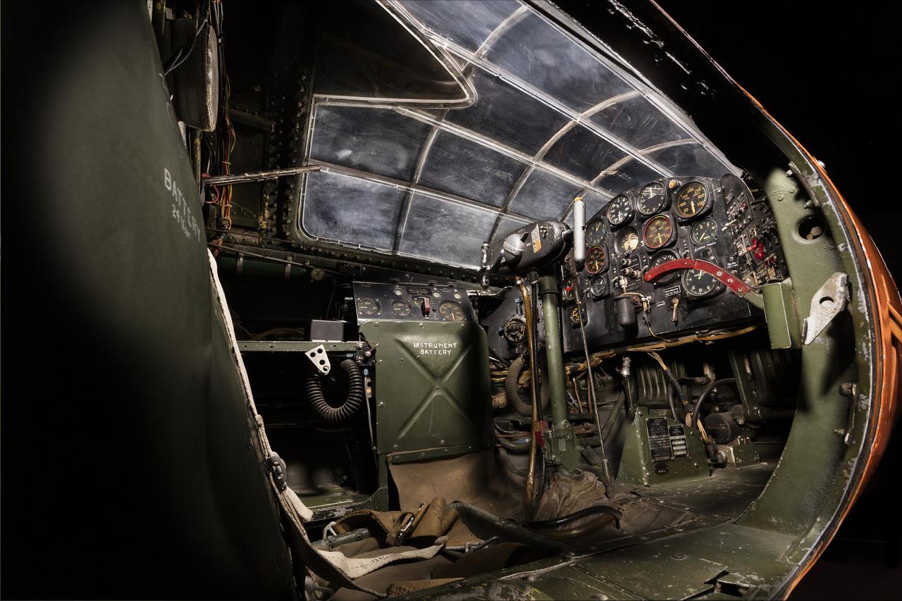 A pilótafülke, ahová nem lehetett könnyű befészkelődni.