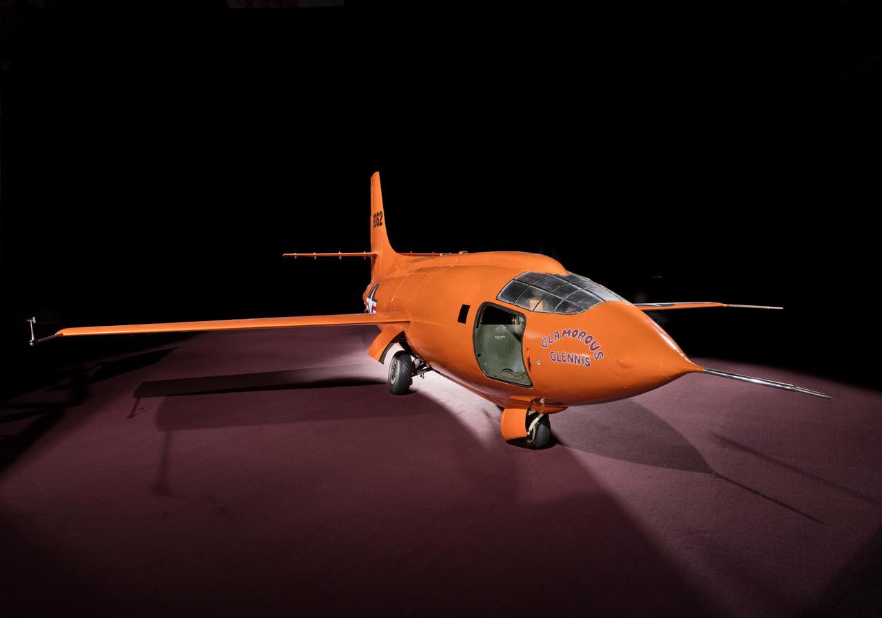 Végezetül jöjjön pár kép a Smithsonian 2015-os fotóprojektjéből, aminek során alaposan dokumentálták a repülőgép állapotát, és 3D modellt is készítettek róla.