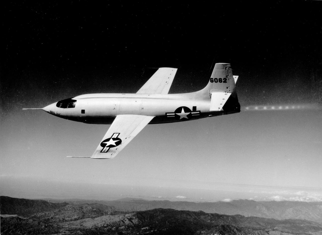 Az X-1 valahol Kalifornia fölött.