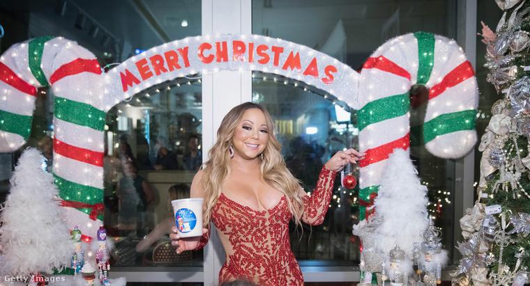 Mariah Carey mostanában is csupa olyan cuccban lép a nyilvánosság elé, amelyben jó eséllyel cipőkanállal szuszakolta be magát, annyira szűkek