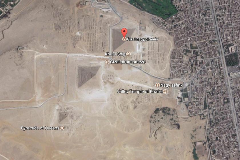 A gízai piramismezőn, nem messze Kairótól, a hatalmas Szfinx közelében sorakozik a gízai piramisokként emlegetett három piramis, melyek közül a legnagyobb a Nagy piramis.