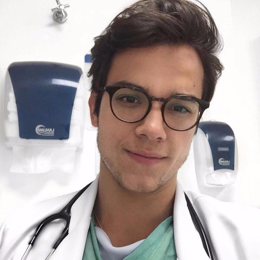Dr. Gabriel Prado jelenleg a világ legszexibb orvosának számít. Bár nem akart híres lenni, csupán külső adottságai révén felkapta az internet.