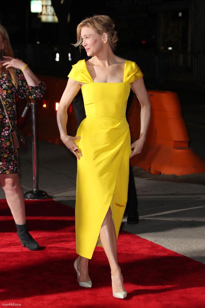 Például azt, hogy a 48 éves éves színésznő még mindig hihetetlenül csinos.