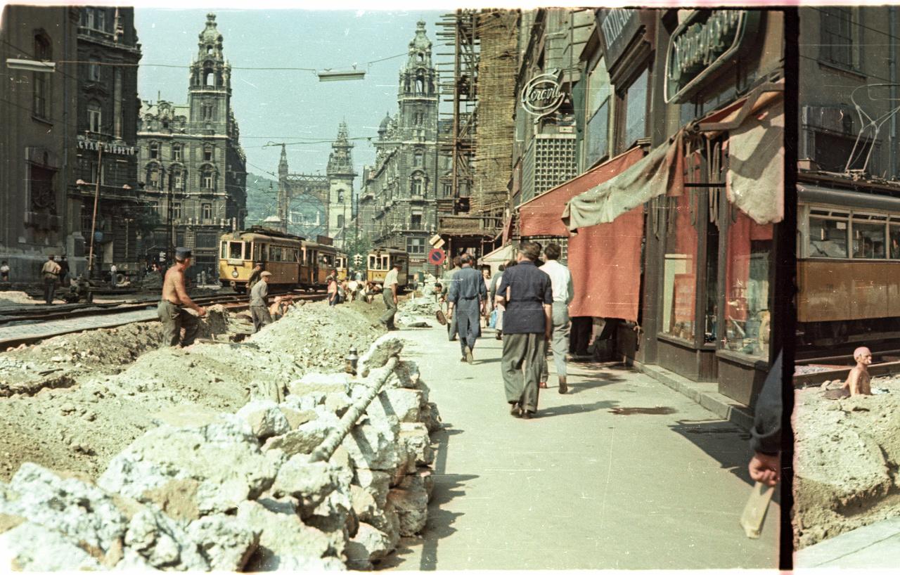Teljes közműcsere a Kossuth Lajos utcában kb.1958-ban.