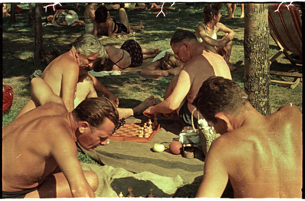 Sakkozó férfiak a Palatinuson.
