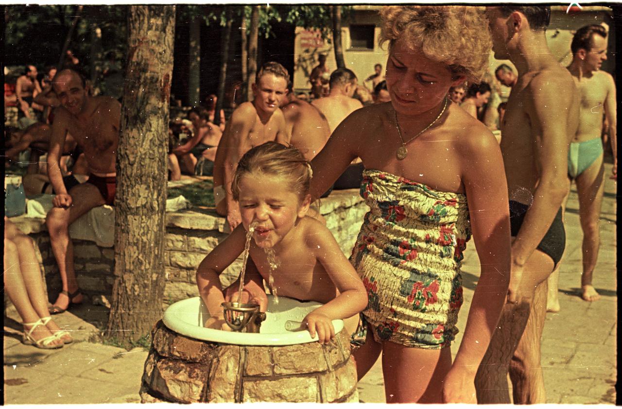 Küzdelem az ivókúttal a Palatinus strandon.