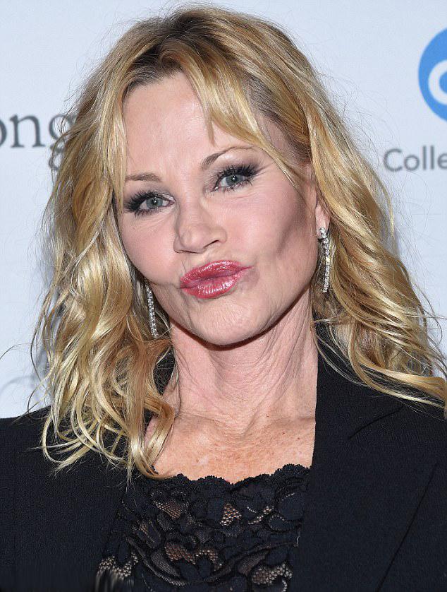 Melanie Griffith augusztusban lett hatvanéves. Régóta nem láttuk ilyen frissnek az arcát.