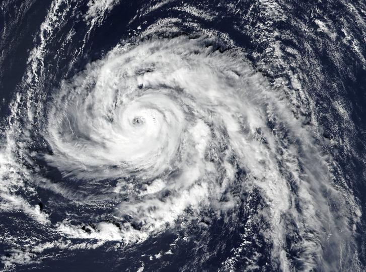 Az Ophelia hurrikán műholdképe október 15-én