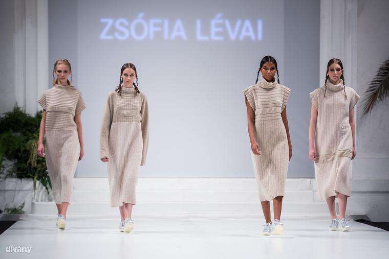 Az idei év főtémája a smart fashion volt, vagyis a tervezőknek a technológiai újításokra és az innovatív megoldásokra kellett fókuszálniuk