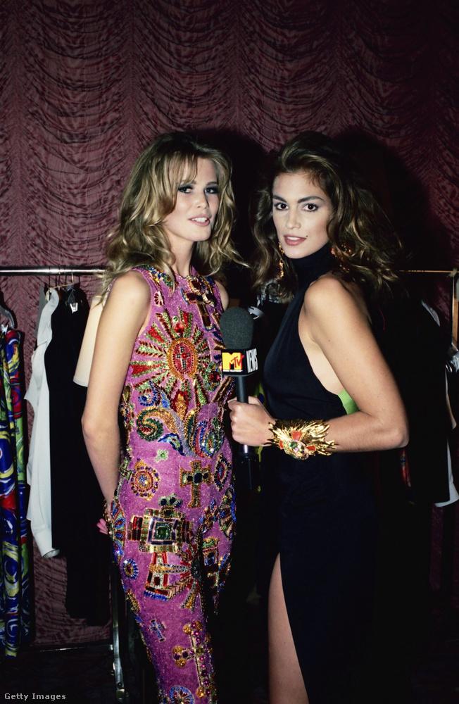 Tessék, egy Összeállás, még 1991-ből: Cindy Cawford az MTV-nek interjúvolja Claudia Schiffert.
