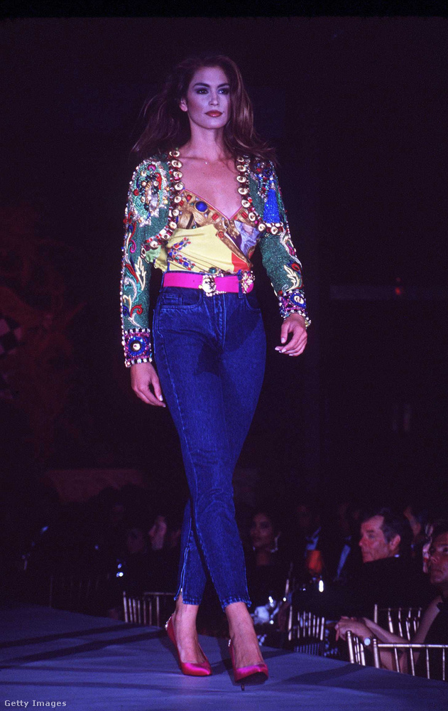 Crawford néhány évtizeddel ezelőtt, egy Versace-bemutatón,