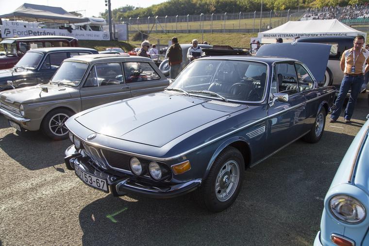 BMW-ből is láttunk mindenfélét, régi M-es modellektől kezdve, ősöreg kupékon át, de ez a gyönyörűség vetekszik a 635 CSI-vel is…1974-es BMW 3.0 CS E9-es kupé