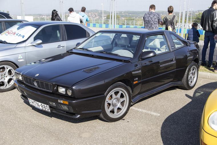 Youngtimer a '90-es évek elejéről: Maserati Shamal, biturbó V8-as blokkal