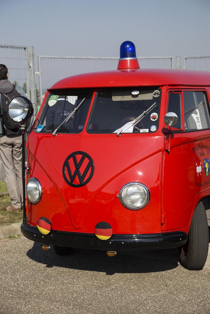 Terroristwagenből faragott német falusi önkéntes tűzoltóegylet autója