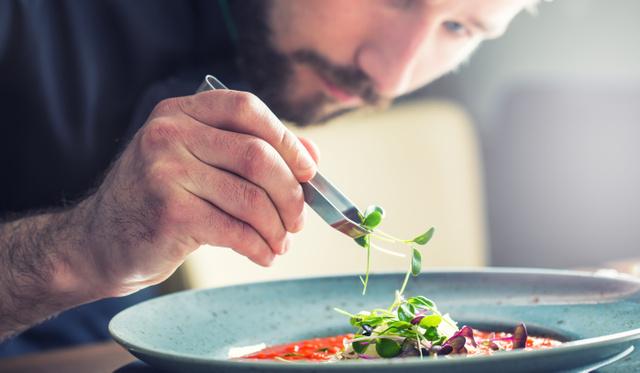 Útmutató és kisszótár top éttermekhez: amuse bouche-tól veloutéig