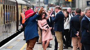 A nap képei: Katalin hercegnét gömbölyödő hassal táncoltatta meg egy medve