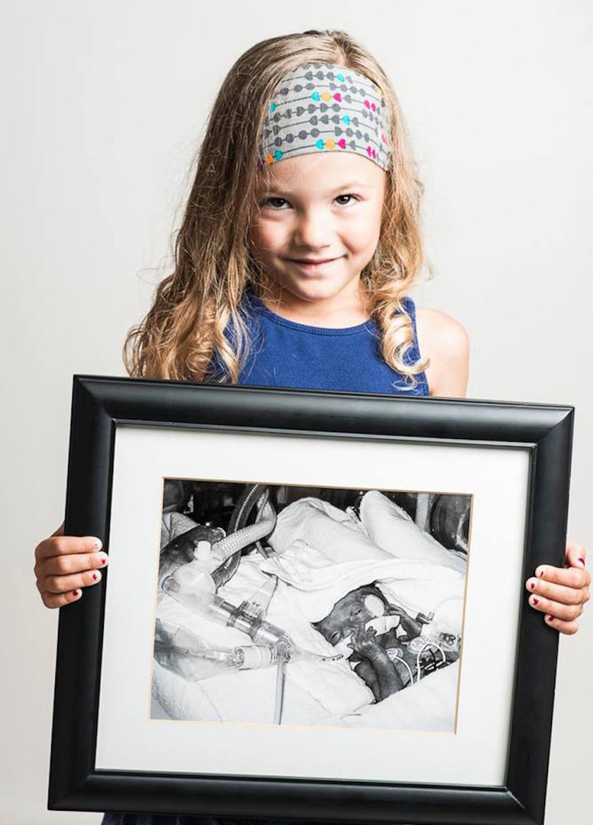 Lexiani, ez a bájos kislány nagyon korán, 25 hetesen érkezett a világra. Ma már semmi nem látszik abból, mennyire nehéz körülmények között volt az első napokban a kórházban.
