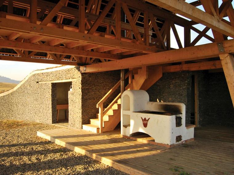 A székelyföldi menedékházakban olyan sajátos funkciók is helyet kaptak, mint például az ornitológiai megfigyelőpont vagy a hegyimentőbázis.