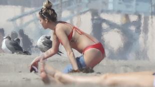 Átlagos nők a strandon: Miley Cyrus