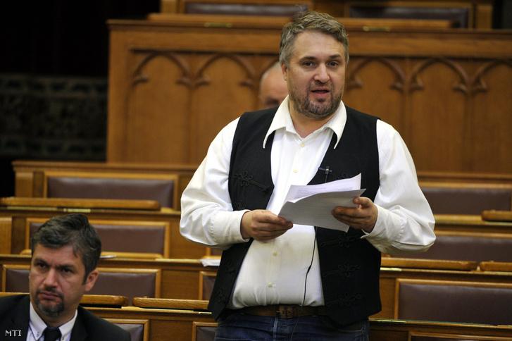Sallai R. Benedek LMP-s képviselõ felszólal napirend elõtt az Országgyûlés plenáris ülésén 2017. június 13-án