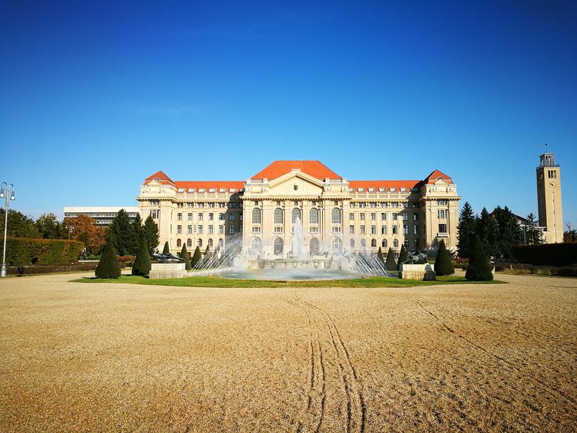 A Debreceni Egyetem nyüzsgő campusza az ország legszebbjei közé tartozik.