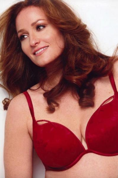 Vajda Bernadett Budapesten született, de évek óta New Yorkban él, ahol komoly karriert futott be modellként.