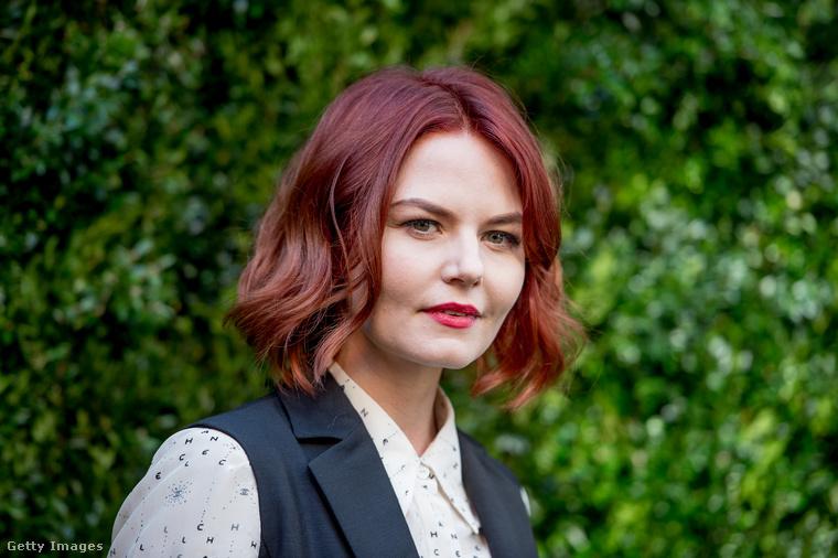 Jennifer Morrison színésznő gondolt egy merészet, és a vörös egy sötétebb árnyalatára festtette a haját