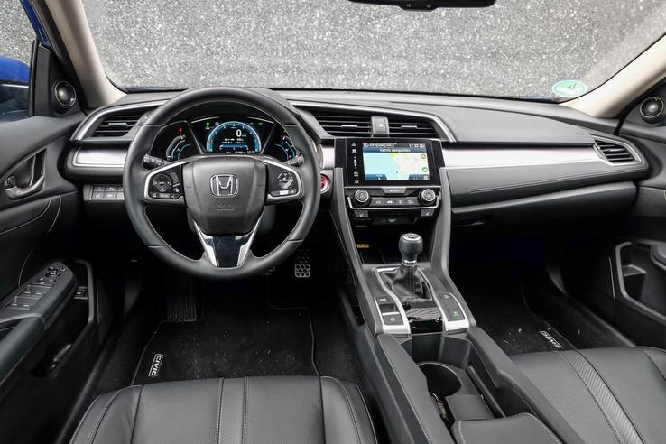 Modern, letisztult, mégis érdekes a Honda műszerfala