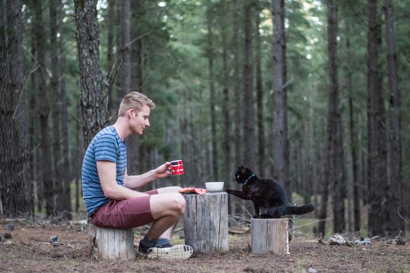 Rich East már két és fél éve járja Ausztráliát Willow-val, a macskájával.
