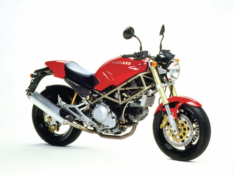 Ducati Monster 900                         1993-ban egy csapásra megváltoztatta a naked motorokról alkotott képet