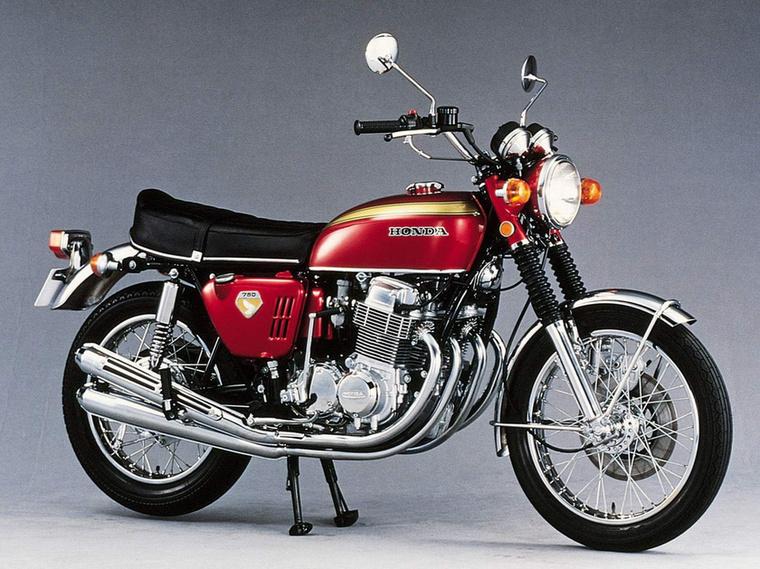 Honda CB750                         Nem ez volt az első modernnek tekinthető motor, viszont ez volt az, amiben a maga idejében minden egyszerre volt meg, ami ehhez a jelzőhöz kell