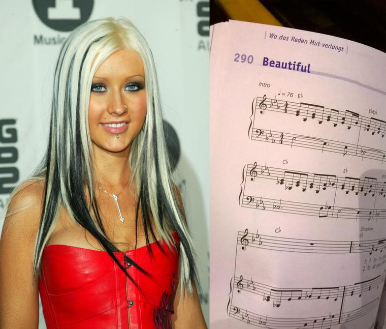 Christina Aguilera, illetve az általa híressé tett, de Linda Perry által szerzett Beautifult tartalmazó oldal a Rise Up című énekeskönyvben.