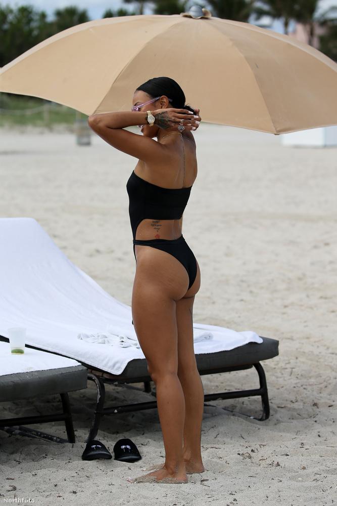 ...de hátulról meg bikininek tűnik.