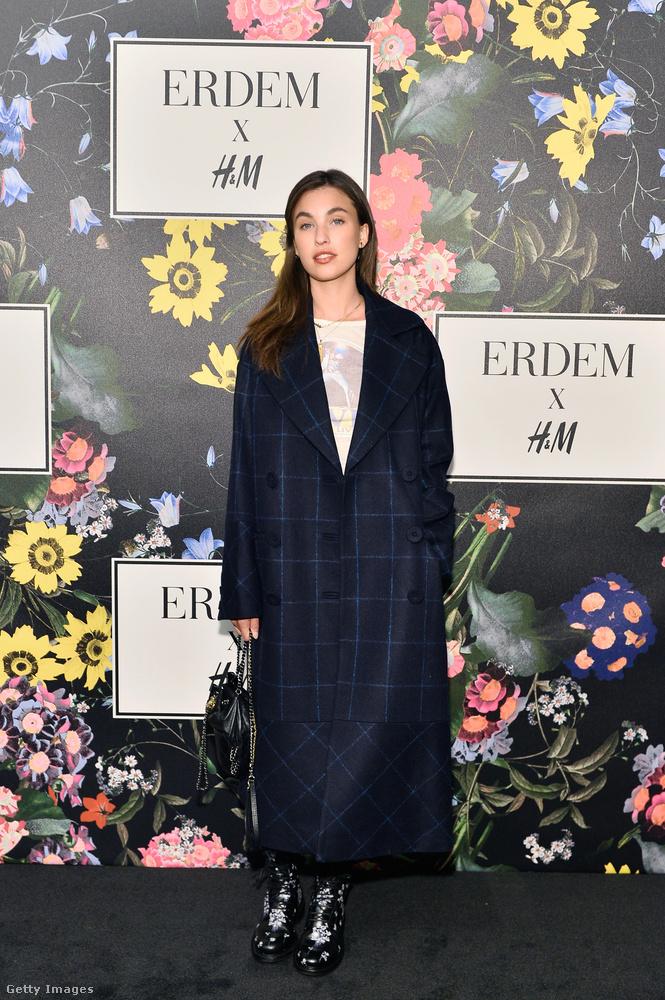H&M x Erdem kabátban érkezett az amerikai színésznő, Rainey Qualley is.