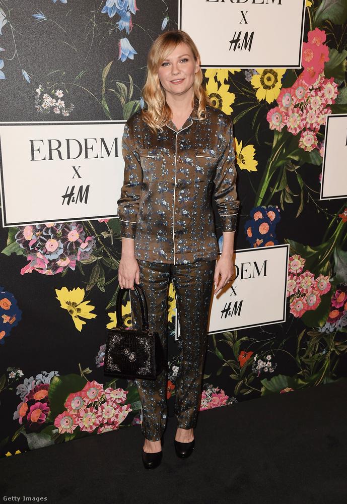 A H&M x Erdem féle pizsamaszett Kirsten Dunston.