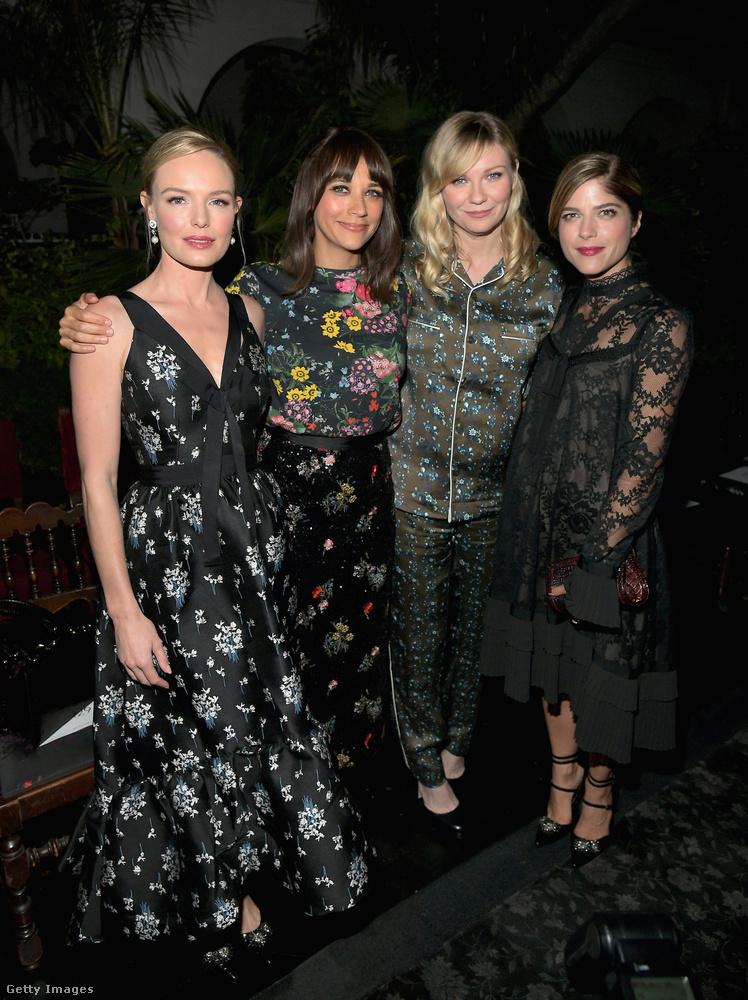 Csoportkép is készült a H&M-be öltözött húzónevekről, Kate Bosworthról, Rashida Jonesról, Kirsten Dunstról és Selma Blairről.