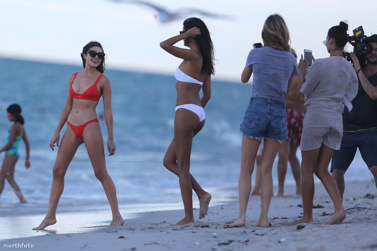 Olivia Culpo, Dany Braga és Shanina Shaik hamarosan bikinire vetkőzött, Caroline Lowe viszont maradt forrónadrágban és pólóban.