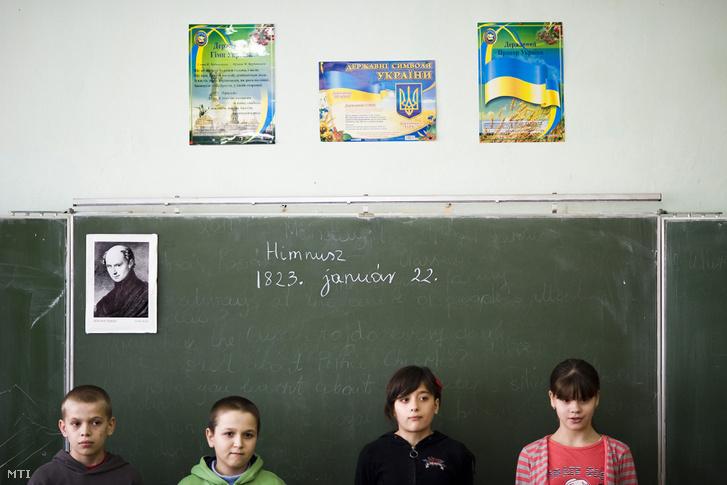 Hatodik osztályos diákok a beregszászi Kossuth Lajos Középiskolában 2011. január 24-én.