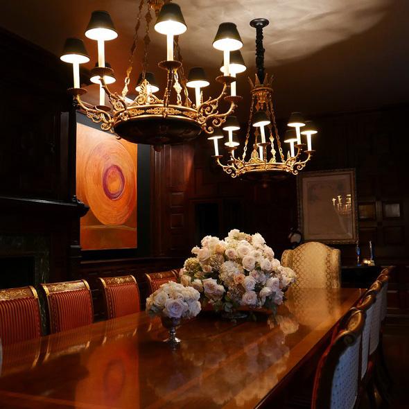 Ebben a fényűző étkezőben költi el a család az ebédjét minden egyes nap - mintha a királyi palotába csöppentünk volna!