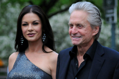 michael-douglas-catherine-zeta-jones-otthona-cover