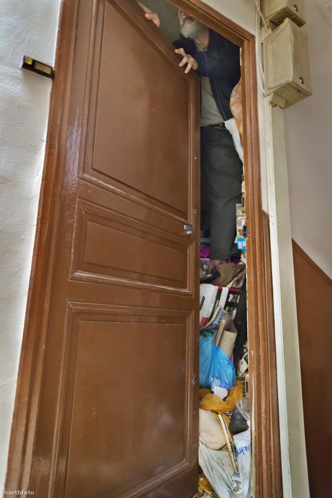 Jean soha nem dob ki semmit, ezért néha a lomtól már az ajtót alig lehet kinyitni.