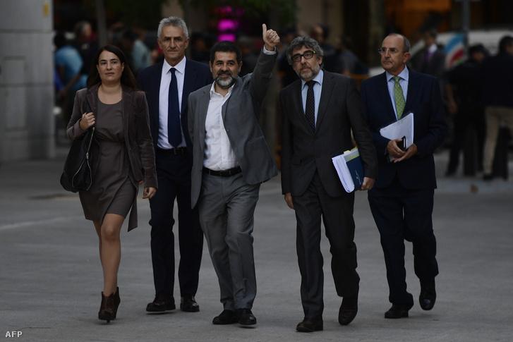 Jordi Sánchez érkezik a madridi legfelsőbb bíróságra 2017. október 6-én